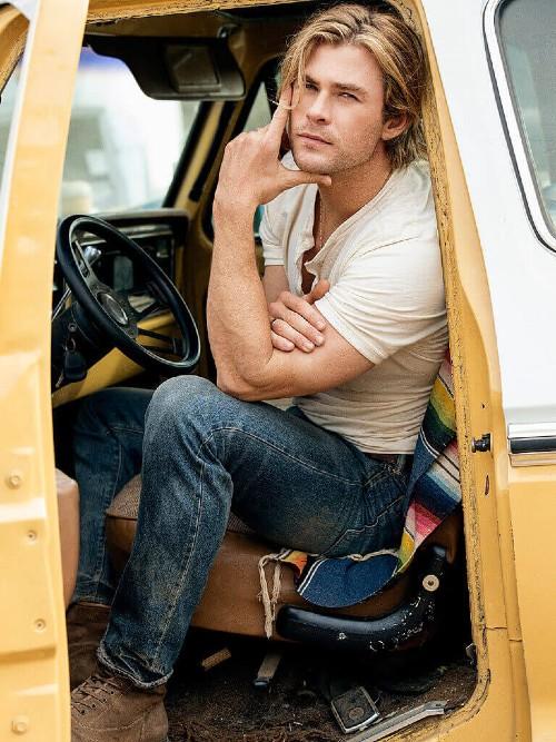 Chris Hemsworth People December 2014 05